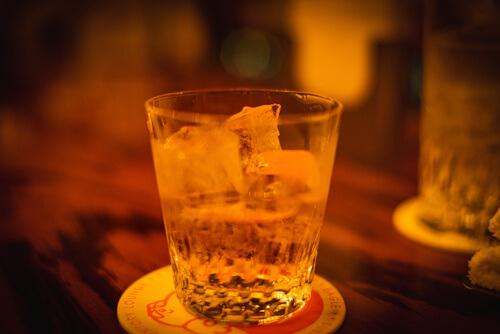 石川酔いつぶれるまでアルコールをすすめてくる